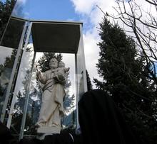 kip svetega Jožefa ob vhodu v karmeličanski samostan Sora